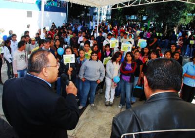 risteo Segura se dirige a la comunidad de Ciencias Químicas para exponer su plan de trabajo. Octubre 20, 2009.