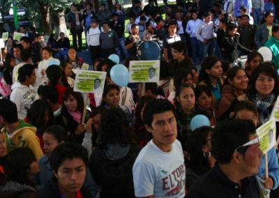 Los estudiantes de la Facultad de Ciencias Químicas apoyando a Aristeo Segura en su candidatura a la Dirección. Octubre 20, 2009.