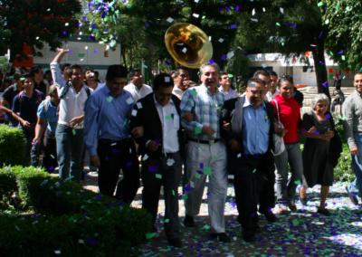 Celebración a la entrada de Aristeo Segura a la Facultad de Ciencias Químicas el día de proselitismo en actos masivos. Octubre 20, 2009.