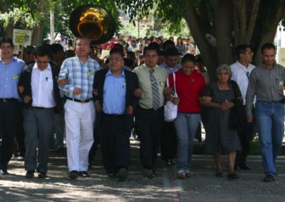 Aristeo Segura en compañía de los maestros de la Facultad de Ciencias Químicas apoyando su candidatura. Octubre 20, 2009.