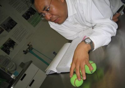 Aristeo segura, posicionando ideas en el Laboratorio de Nanotecnología e Ingeniería Molecular de la UAM- Iztapalapa